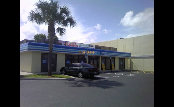 Laundry for sale in Lauderhill, FL.- Exterior
