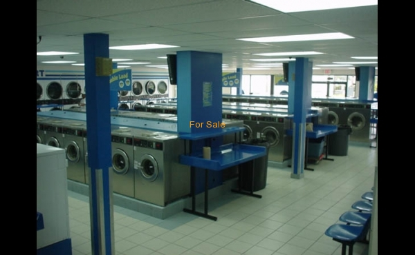 Laundry for sale in Lauderhill, FL.- Interior