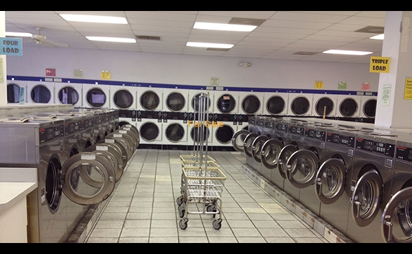 Laundry for sale in Pasco County, Florida. - Interior Image