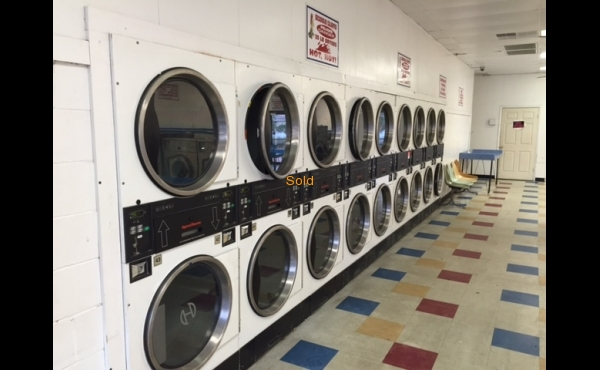 Laundry for sale in Tampa, FL- Interior Image